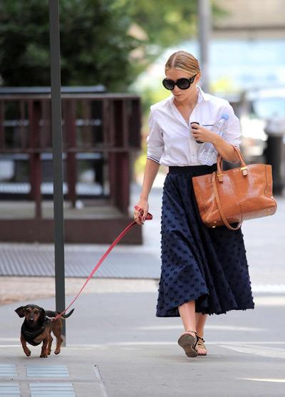 Мери Кейт Олсен в черной юбке