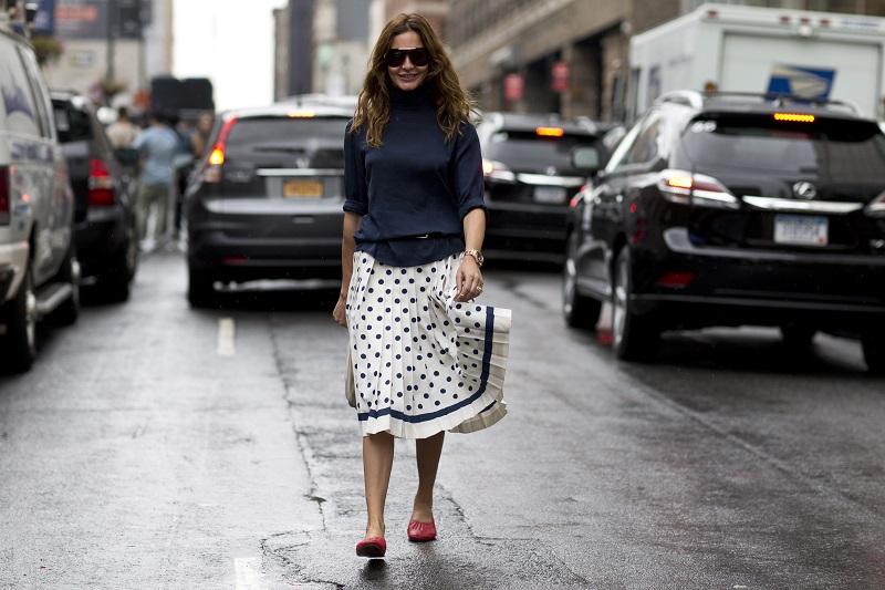 В целом можно отметить, что уличная мода на этой неделе моды стала весьма романтической