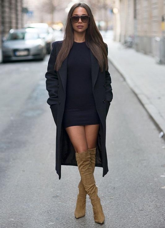 Длинное черное платье с сапогами