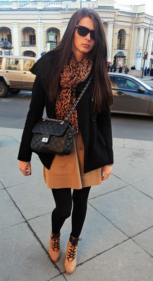 Девушка в леопардовом платье