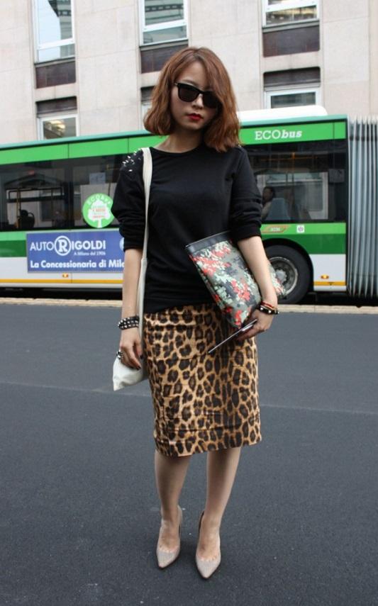 Девушка в леопардовой юбке-карандаш
