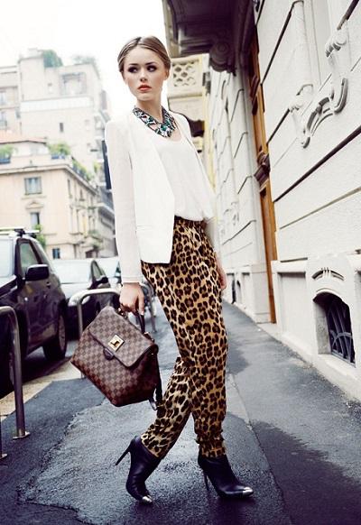 тёлка в леопардовых штанах
