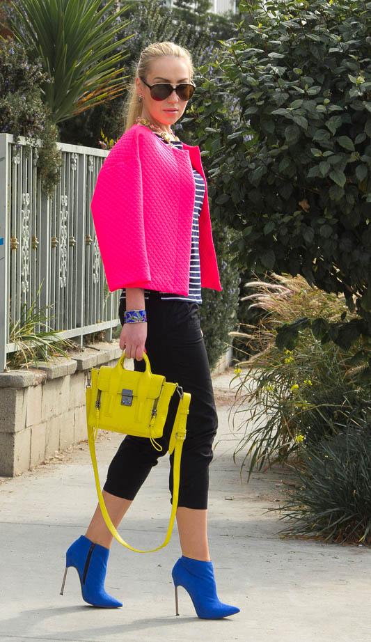 Девушка в розовом жакете