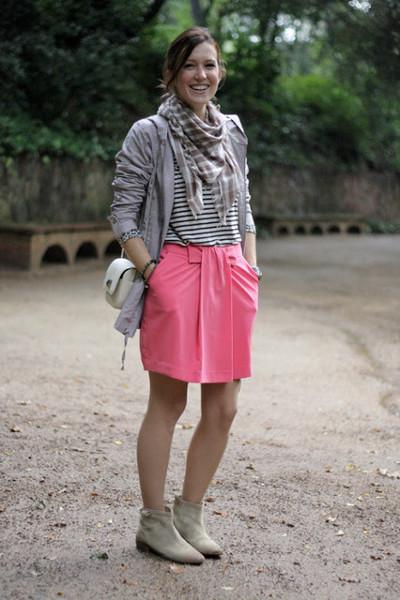 Девушка в розовой юбке