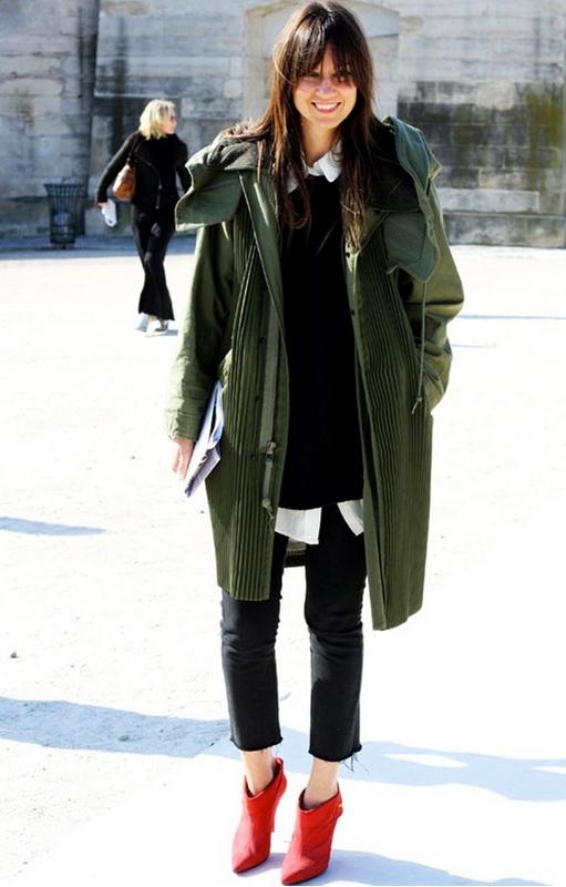 Девушка в зеленой куртке