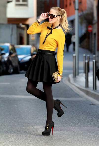 Девушка в желтой блузке