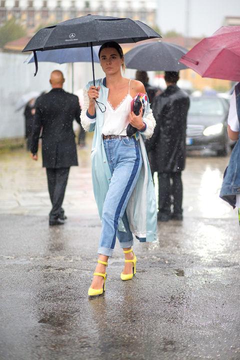 Джинса, джинса и еще раз джинса. Ну и яркие босоножки