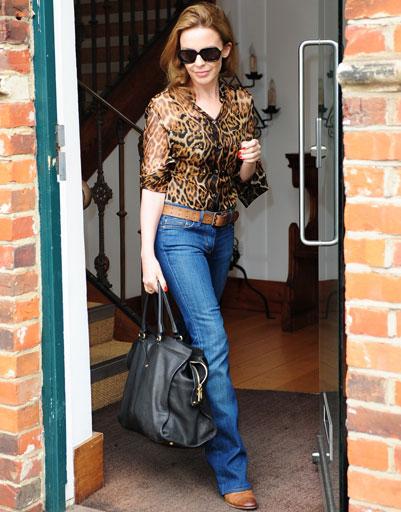 Кайли Миноуг в леопардовой блузке