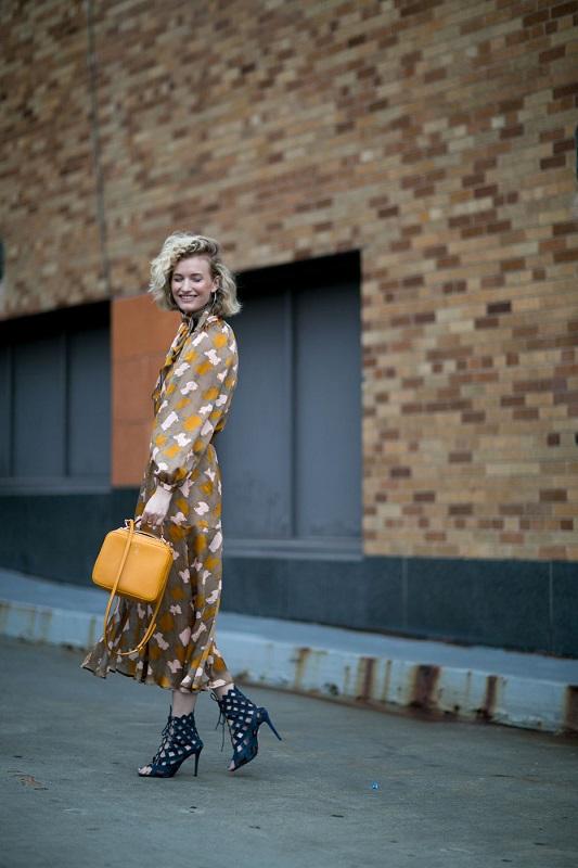 Платье вызывает у нас восхищение, а вот с выбором обуви мы могли бы и поспорить