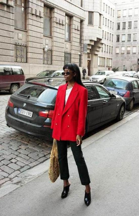 С чем носить женский красный жакет