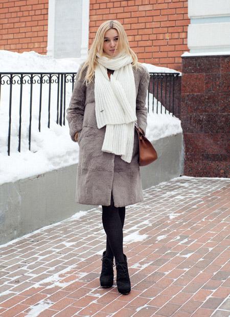 Девушка в белом шарфе