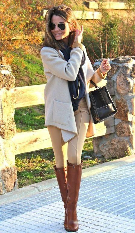Девушка в бежевых брюках