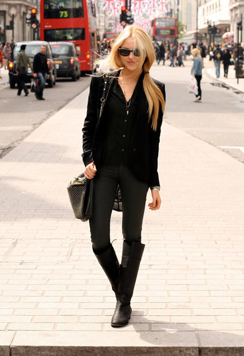 Девушка-в-черном-пиджаке