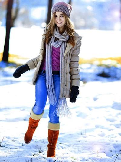 Девушка в длинном шарфе