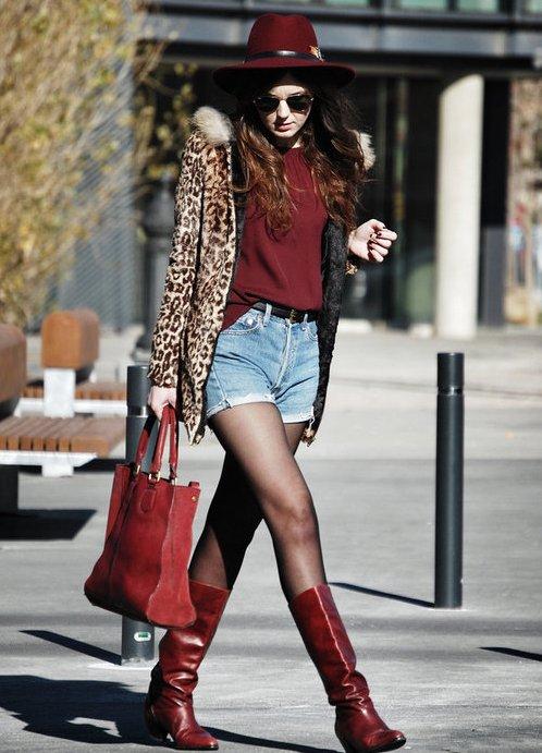 Девушка в джинсовых шортах