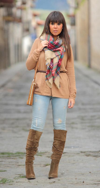 Девушка в голубых джинсах