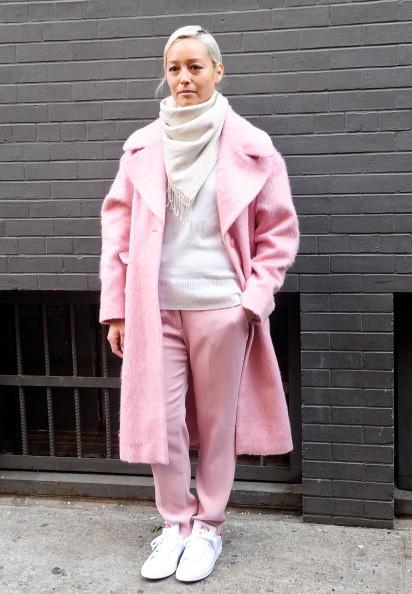 Девушка в розовом луке