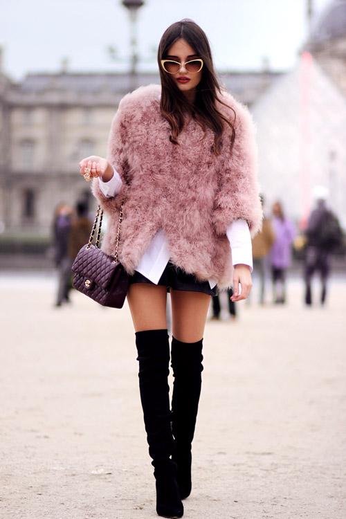 Девушка в розовом полушубке