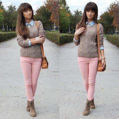 Девушка в розовых брючках