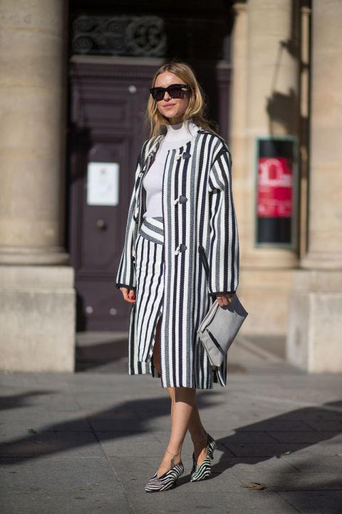 Два тренда от уличных модниц - разнообразные полоски и тотал-лук