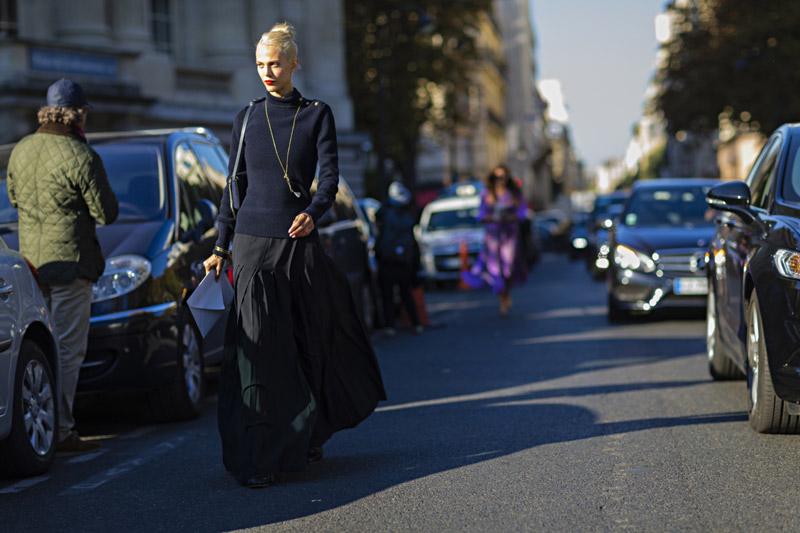 Модницы Парижа не исключают черный из своего арсенала