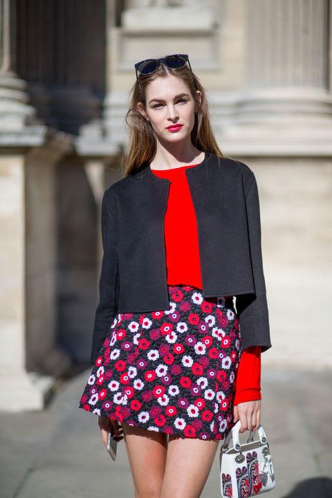 Пожалуй, в такую сумочку почти ничего не войдет, но парижских модниц это не смущает. Они очень полюбили миниатюрность