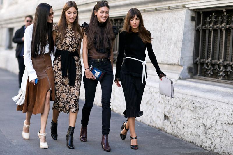 Уличные модницы Милана освежают образы не только за счет сочных цветов, но и с помощью легких тканей, цветочных принтов и сексуальных разрезов
