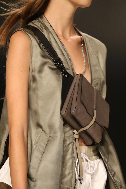Жилет и сумка в стиле сафари