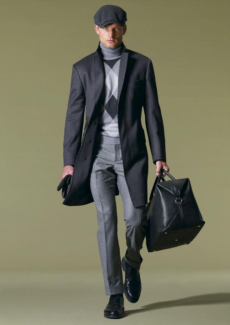 мужчина в черном пальто и кепке