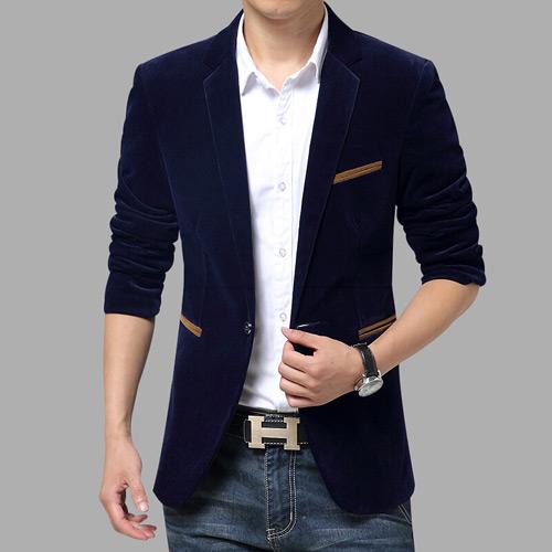 мужчина в черном вельветовом пиджаке и белой рубашке