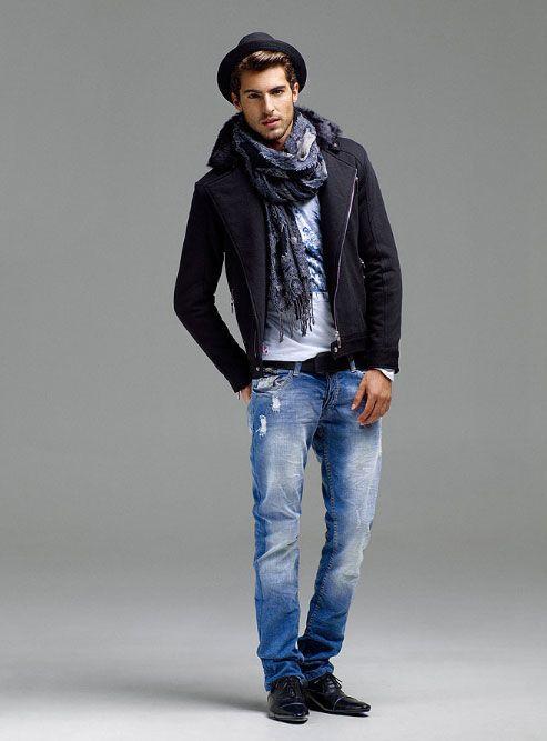 мужчина в шляпе с шарфом
