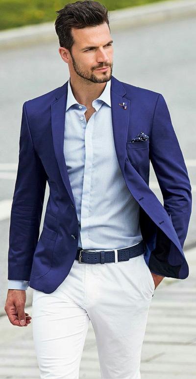 мужчина в синем пиджаке и белых брюках