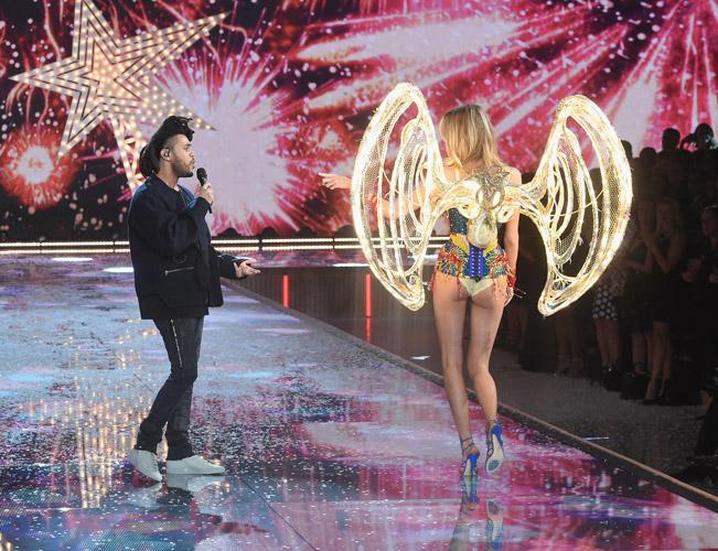 The Weeknd и модель в разноцветном корсете от виктории сикретс