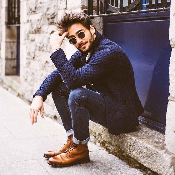 мужчина в рыжих ботах и джинсах