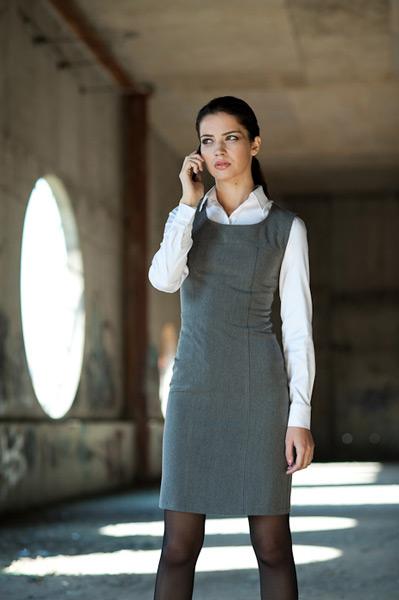 Фото девушка в платье футляр
