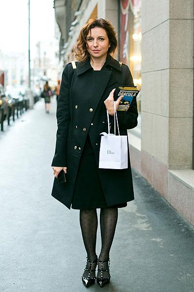 Девушка с пакетиком Диор