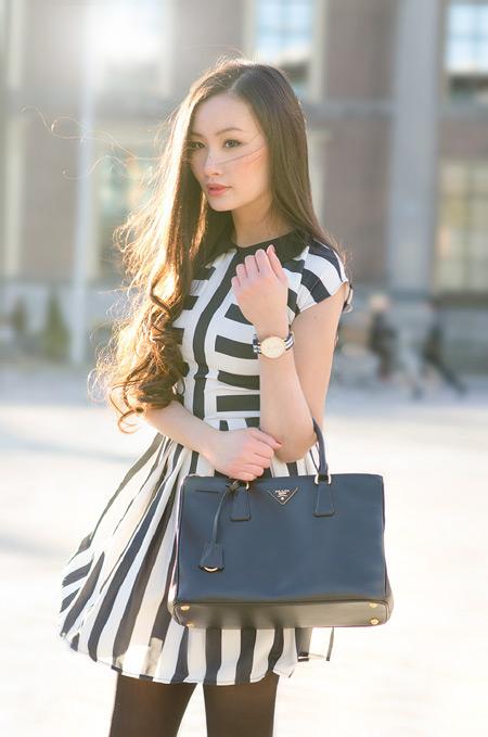 Девушка с элегантой сумкой