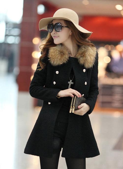 Девушка в бежевой шляпке