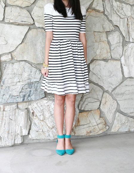 Девушка в бирюзовых туфлях