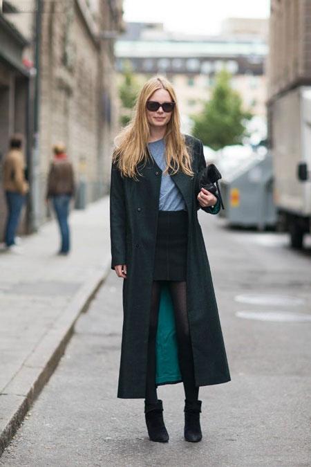 Девушка в длинном пальто
