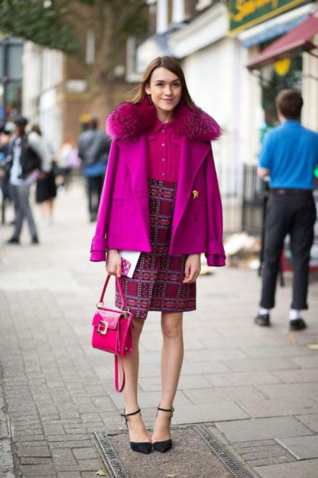 Девушка в лиловом пальто