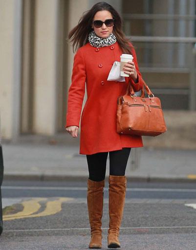 Девушка в рыжем пальто