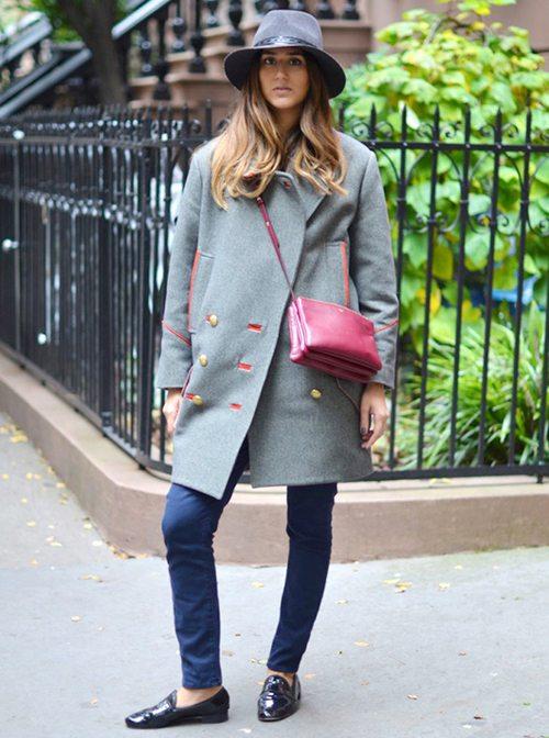 Девушка в шляпе и пальто