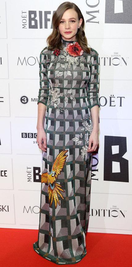 Кэри Маллиган в длинном платье с принтом