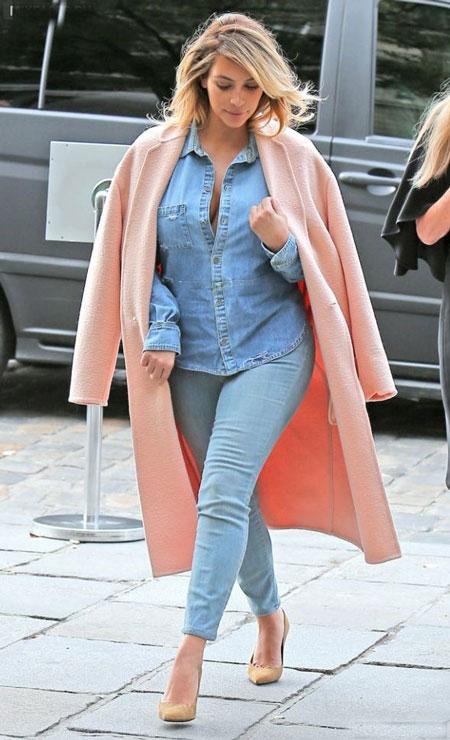 Ким Кардашьян в розовом пальто