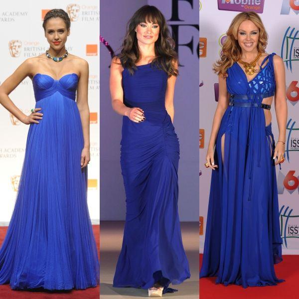 Три модели в нарядных длинных синих платьях