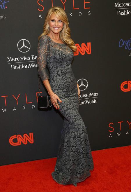 Кристи Бринкли в сером платье