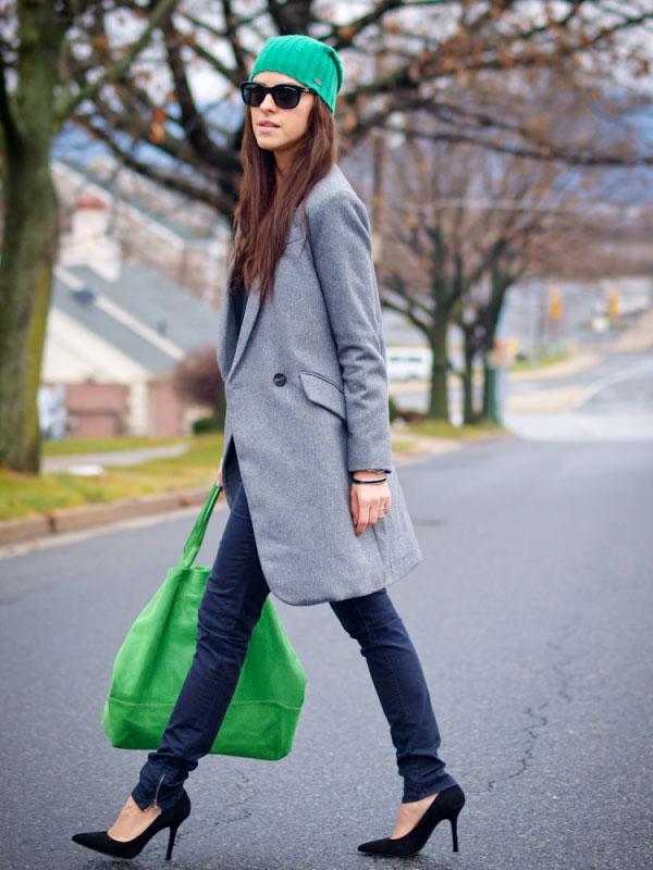 Девушка с зеленой сумкой
