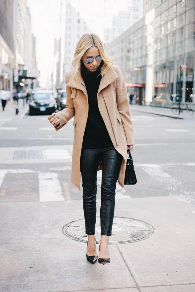Девушка в пальто и кожаных брюках
