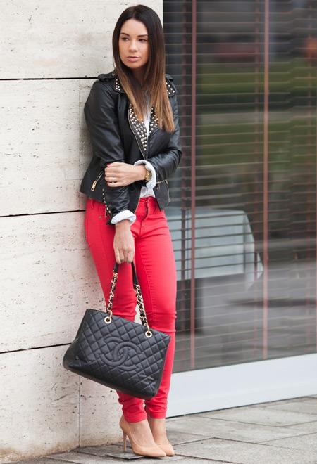 Девушка с элегантной сумочкой